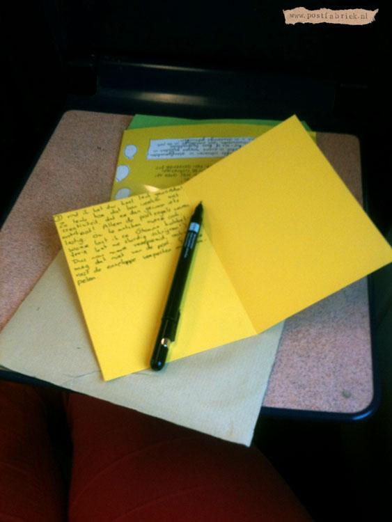 In de trein een brief beantwoorden van Ruchama