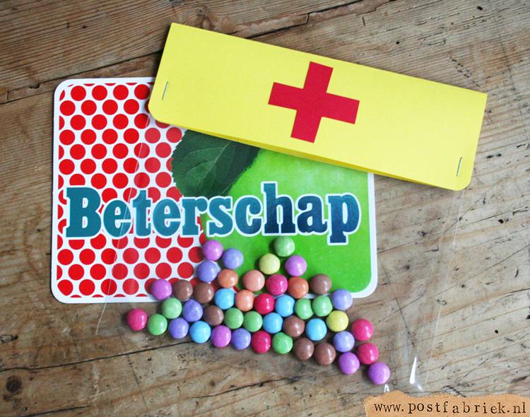 Deze smarties worden 'happy pills'; een leuke meestuurcadeautje voor een zieke.