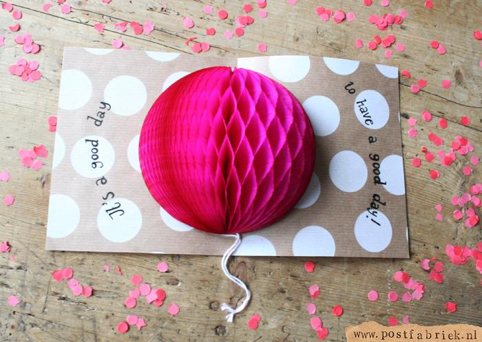 Meestal zijn kaartjes vooral mooi aan de buitenkant. Door deze honeycomb aan de binnenkant te plakken, is de kaart nu ook mooi van binnen!