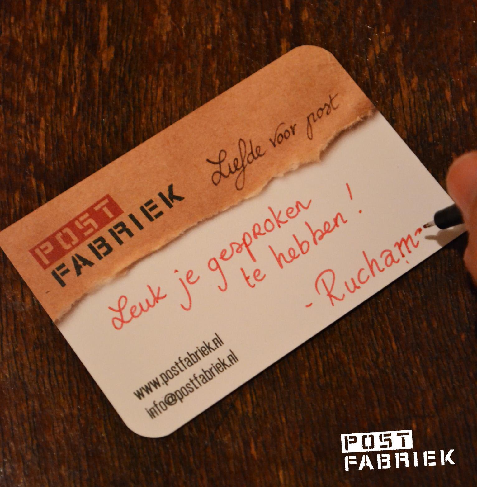 We hebben er gekozen om bewust onze namen niet te vernoemen, zo willen we de kaartjes persoonlijk houden door onze naam en een eventueel handgeschreven boodschap te schrijven wanneer we het visitekaartje uit delen.