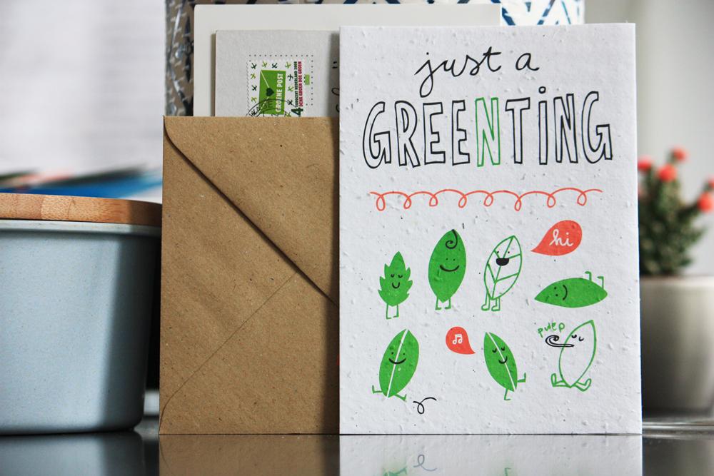 """Eén van de kaarten van niko niko: """"just a greenting"""". Hier groeien veldbloemen uit."""