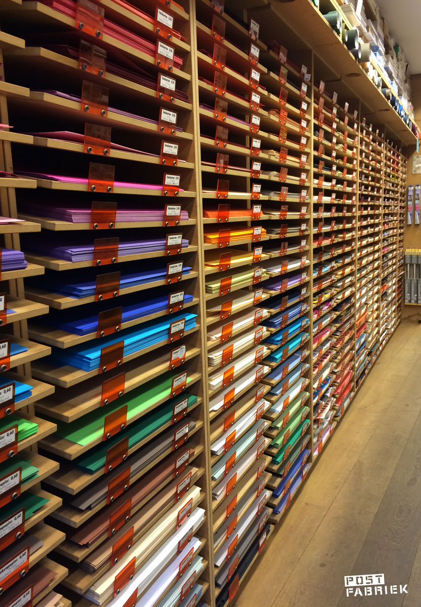 Vlieger Amsterdam verkoopt eindeloos veel papier