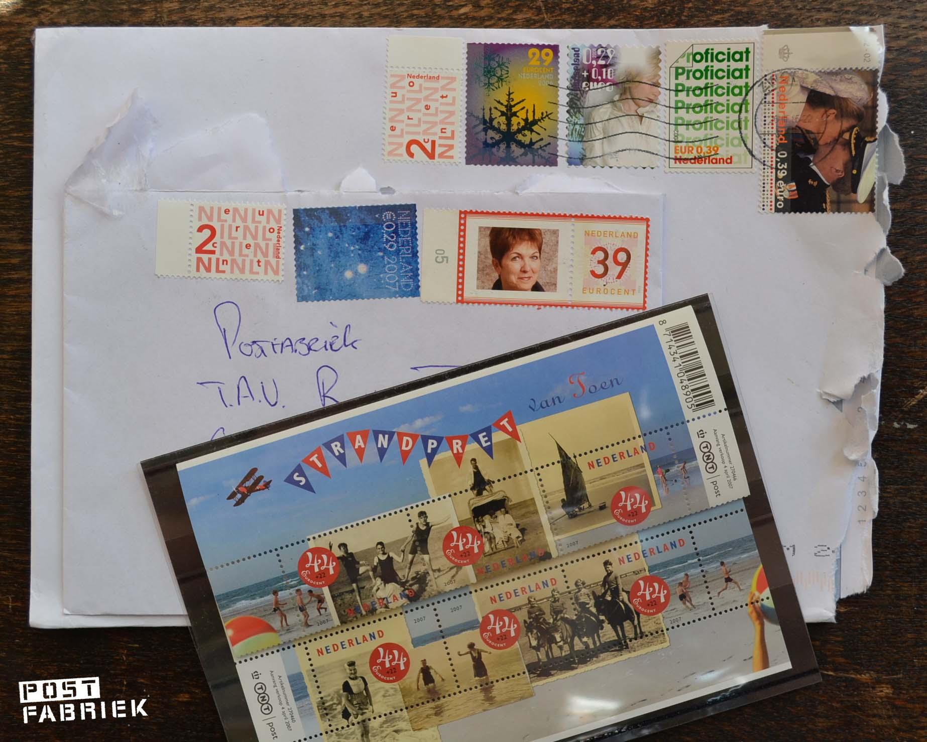 op de twee enveloppen zie je hoe je postzegels kan combineren