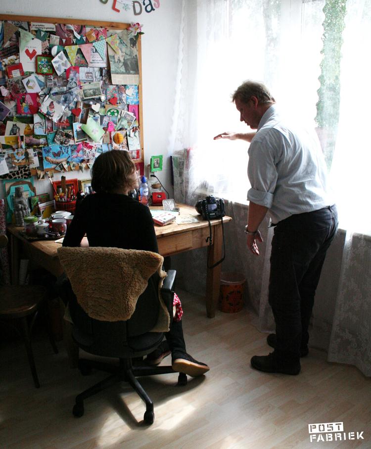 Fotograaf Frans Nikkels bij mij in mijn postkamer