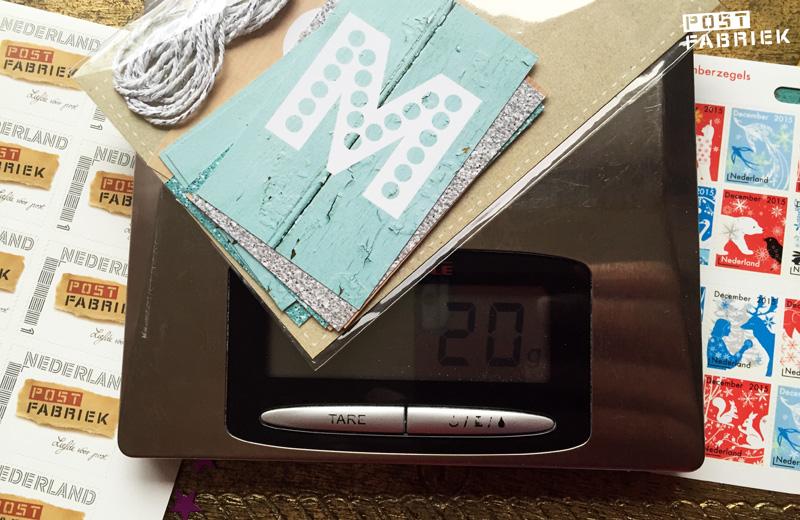 De kerstslinger van Ankepanke en Hipgemaakt weegt precies 20 gram en kan dus met 1 postzegel verstuurd worden.