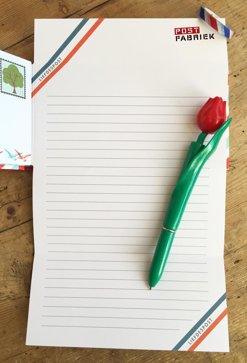 De bladzijdes kun je uitvouwen tot een groot vel briefpapier