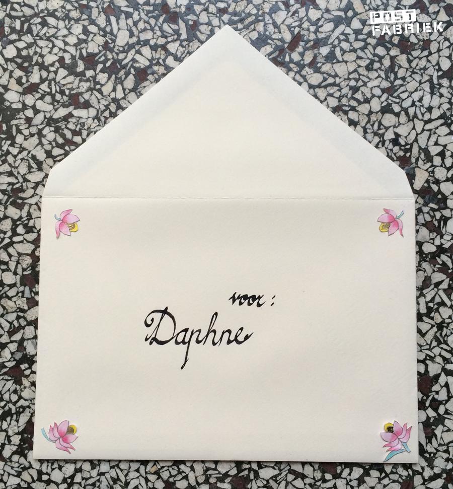 Buitenkant van de enveloppe voor Daphne