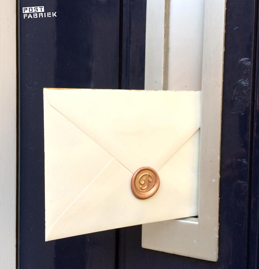 Lakzegel op de brief voor Daphne