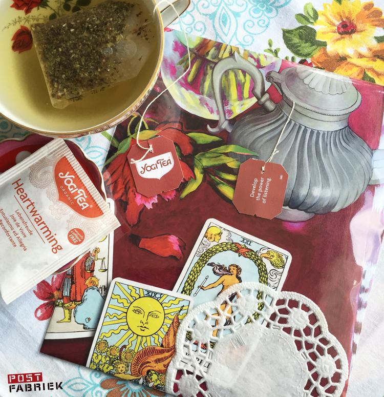 theelabeltje van Yogi Tea verwerkt in een envelop