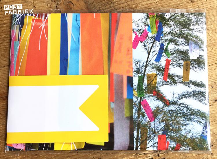 Zelfgemaakte envelop met etikettensticker van HEMA