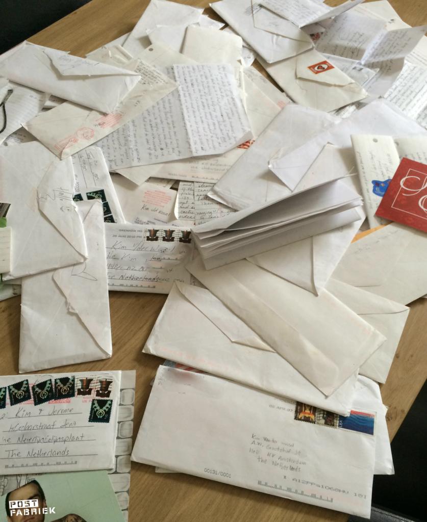 Een hele berg brieven