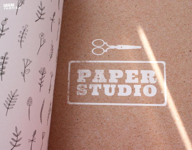 Flow Book is onderverdeeld in drie hoofdstukken: paper studio, pattern studio en print studio.