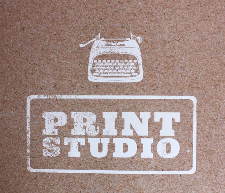 Flow Book is onderverdeeld in drie hoofdstukken: paper studio, pattern studio én print studio.