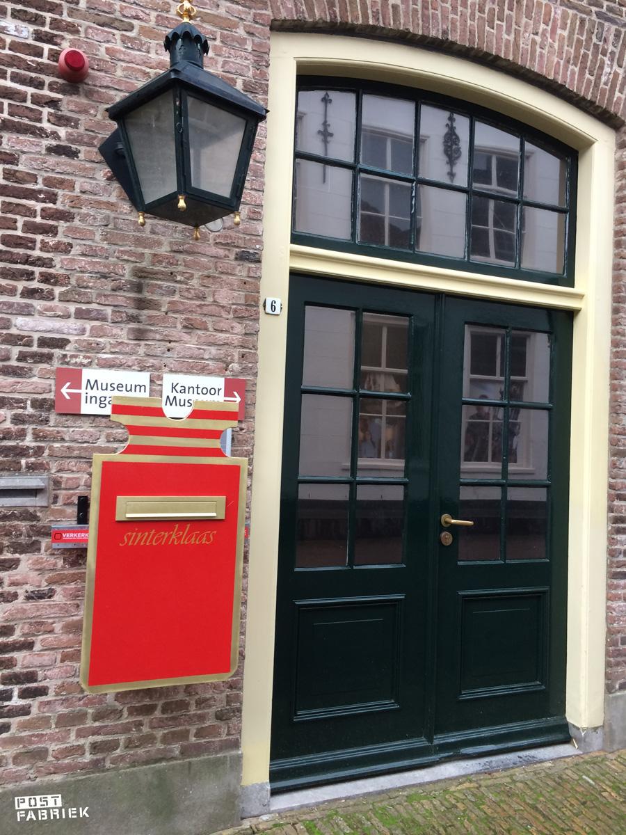 In Zierikzee heeft Sinterklaas zijn eigen brievenbus