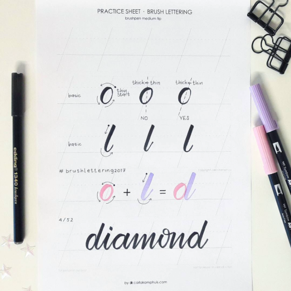 Carla Kamphuis daagt je uit om te oefenen met brush lettering