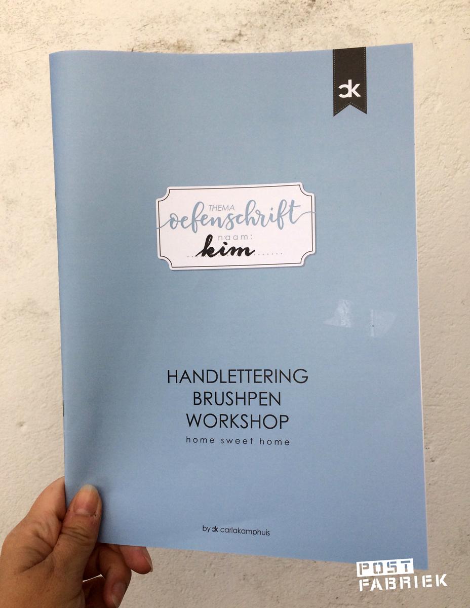 Het basis oefenschrift van Carla Kamphuis met het hele brushlettering alfabet erin
