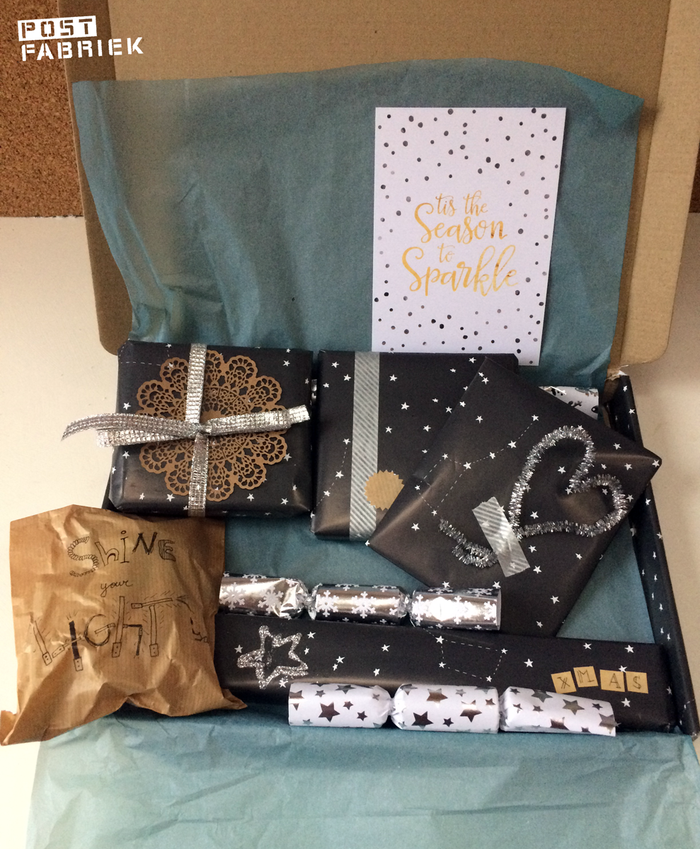 Een brievenbusdoos vol cadeautjes voor een Secret Santa postronde