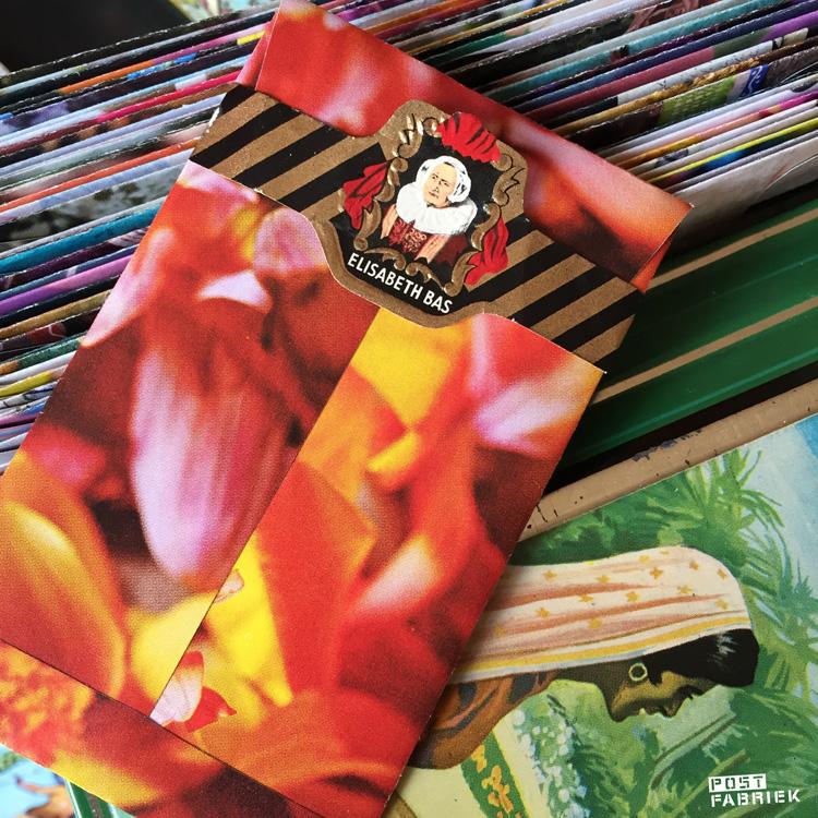 Klein zakje met sigarenbandje als postzegel
