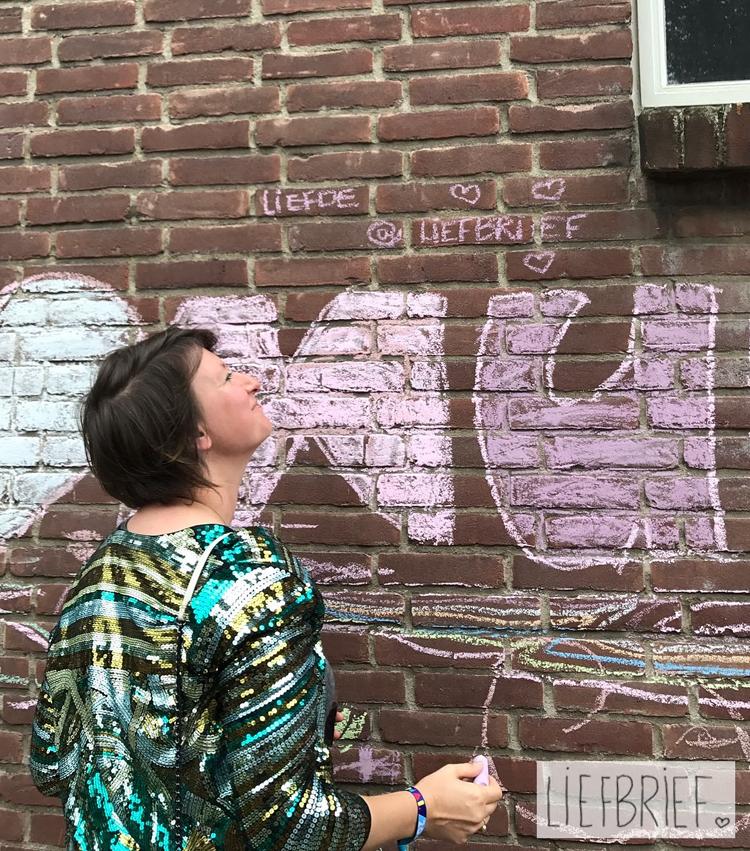 Linda Blij schrijft lieve briefjes, maar noemt zichzelf Professioneel bewonderaar in plaats van schrijver