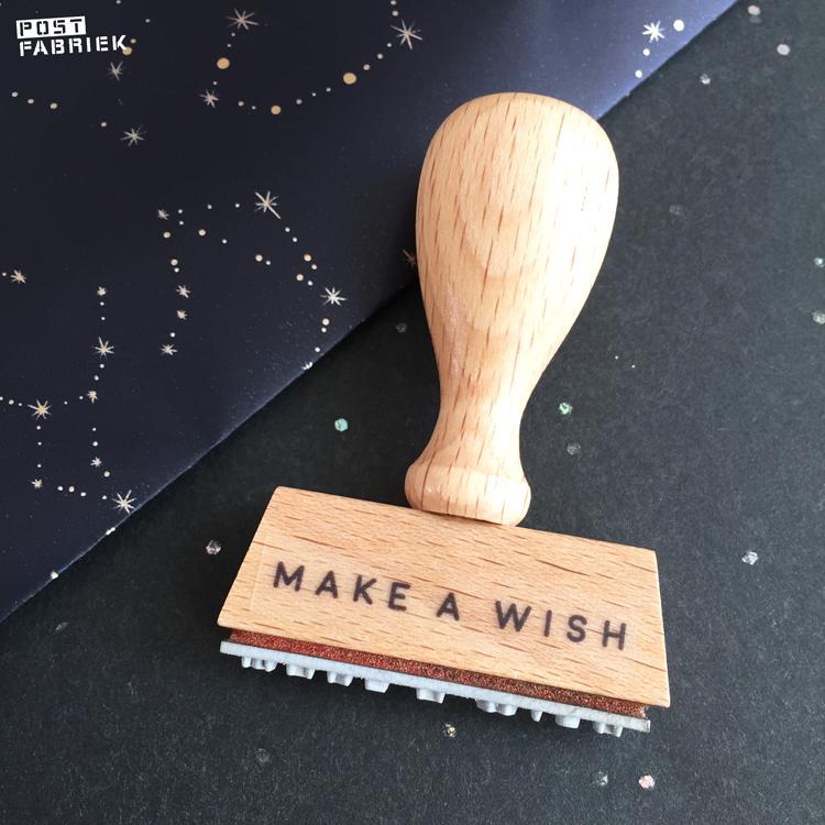 Een stempel van Perlenfischer met de tekst maken a wish'
