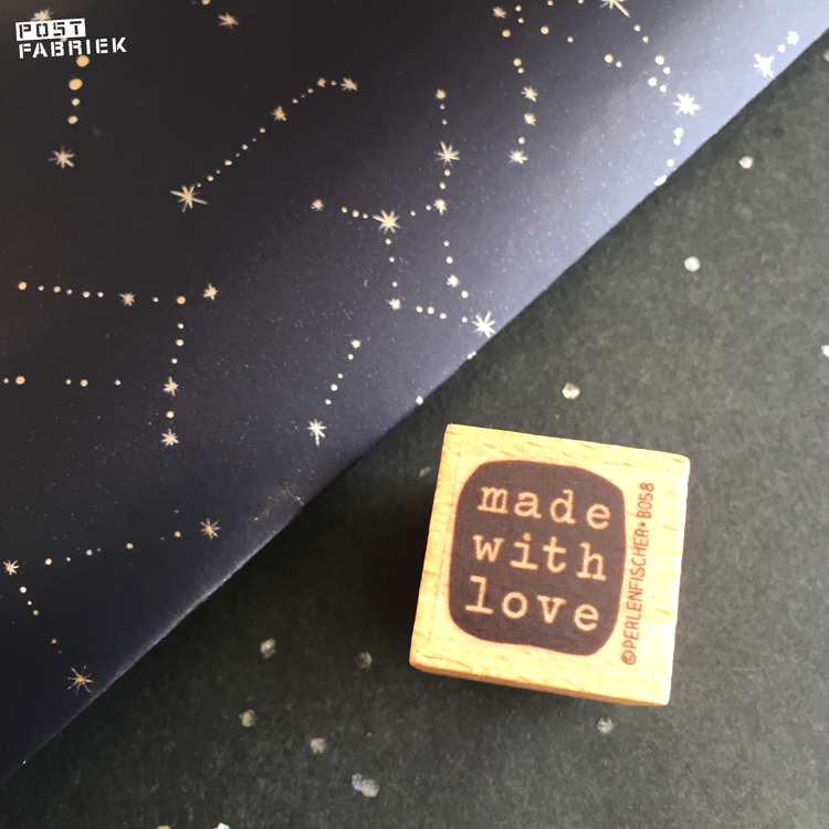 Een stempel van Perlenfischer met de tekst 'Made with love'