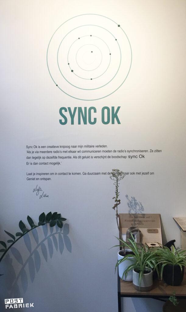Tekst op de muur bij Sync Ok in Deventer