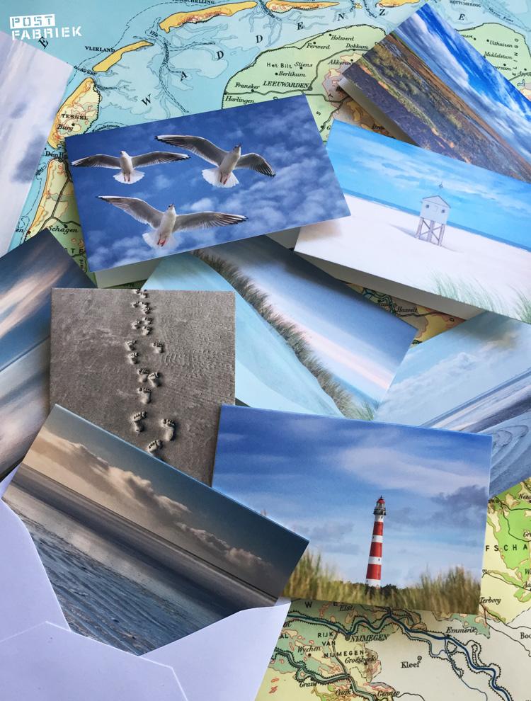Marieke van Wad of Wonders is een actie begonnen voor de winkeliers op de Waddeneilanden. Via haar kaartencollectie probeert ze een handje te helpen. Help je mee? Meer informatie vind je in ons blog over de kaartenactie van Wad of Wonders. De collectie bestaat uit wenskaarten, ansichtkaarten, stickers en deze mooie mini kaartjes.