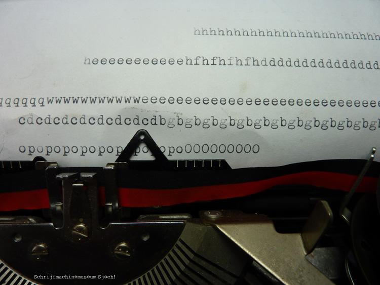 Na deze klus typ je een voor een alle letters op papier om te controleren of ze goed schoon zijn
