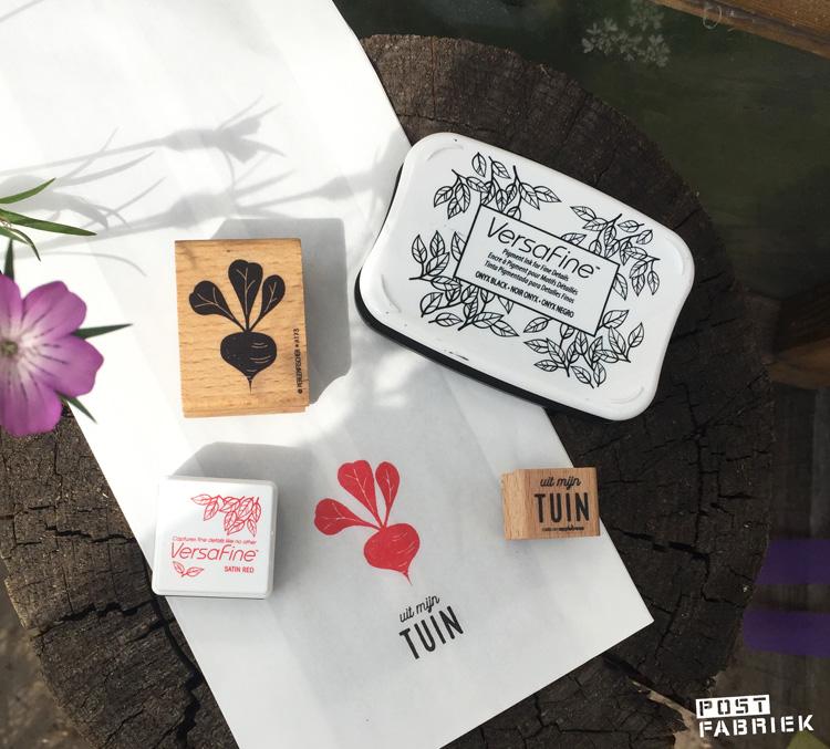 Papieren boterhamzakjes van Jumbo, bestempeld met stempels van 'Perlenfischer' en 'Cats on appletrees'.