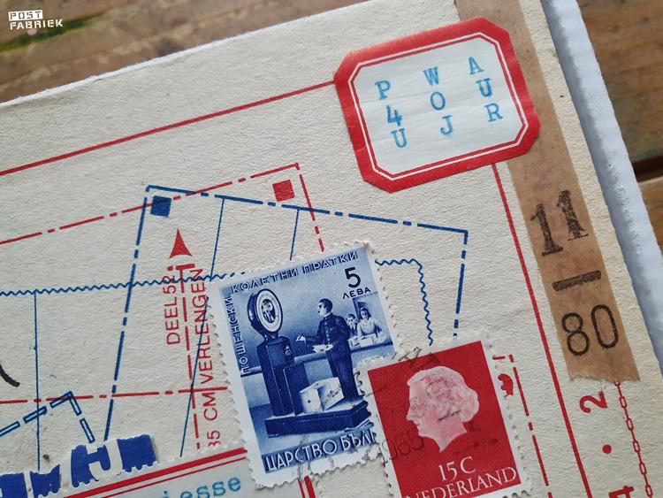 Post van Ruchama met een postzegelcode die ze met haar schrijfmachine heeft geschreven