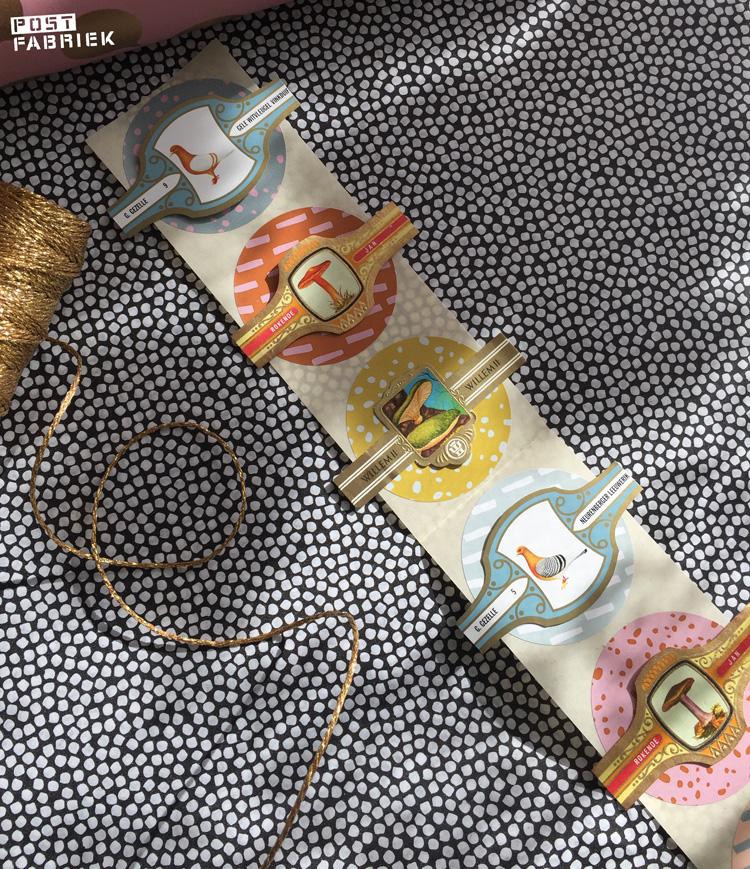 Mooie grote, ronde stickers met oude sigarenbandjes. De stickers zijn verkrijgbaar bij Vlinders in je buik.