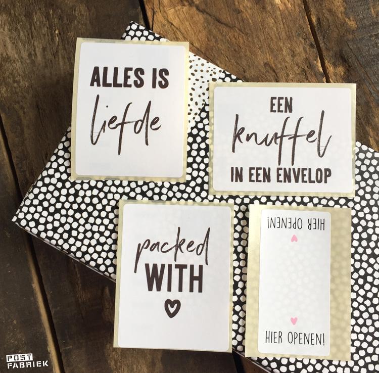 Lege verpakkingen tover je om tot luxe verzenddoosjes met  een mooi papiertje en stickers van Vlinders in je buik.