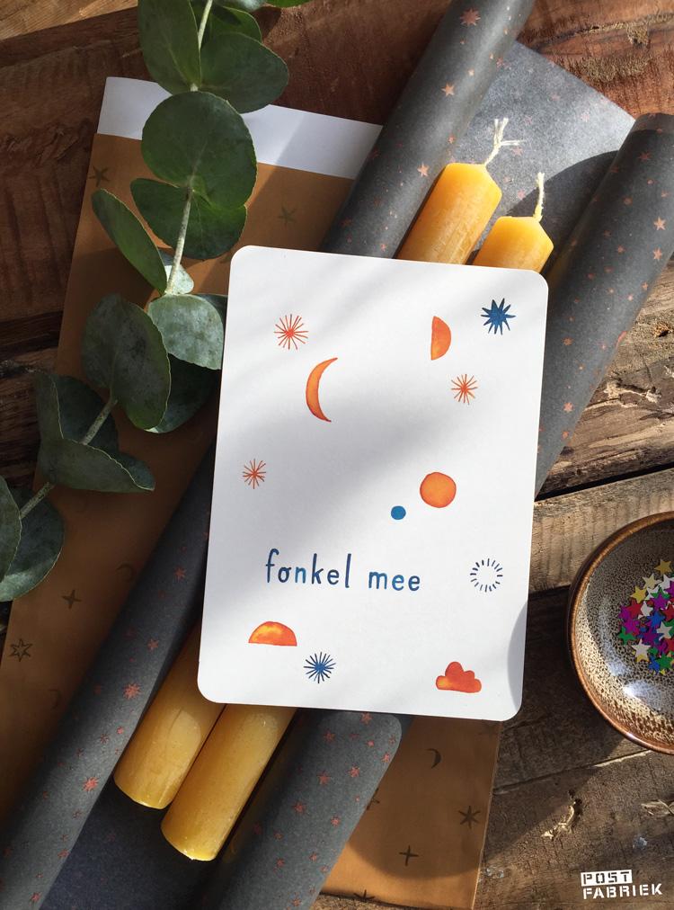 Cadeauzakje en vloeipapier met maantjes en sterretjes van 'Vlinders in je buik', met een kaartje van 'Ninamaakt' met de tekst 'Fonkel mee'.