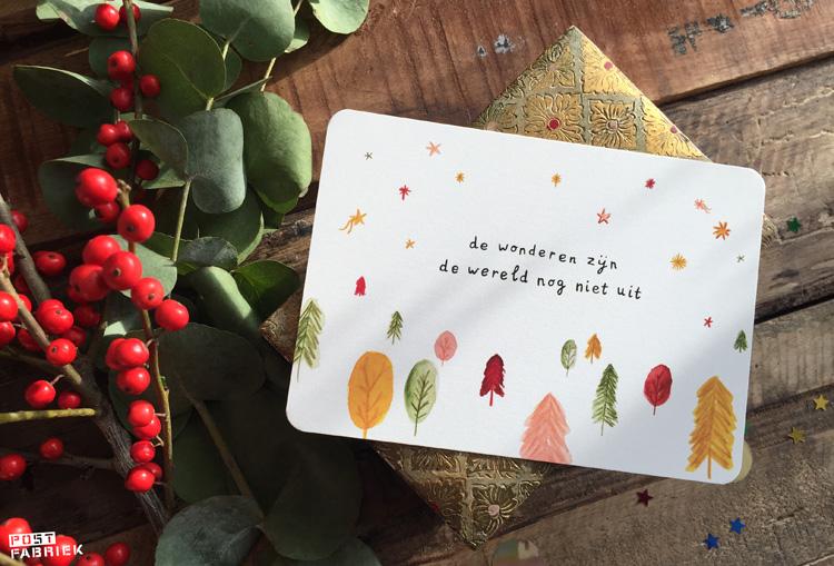 """Dit kaartje van Ninamaakt met hoopvolle woorden: """"de wonderen zijn de wereld nog niet uit."""""""
