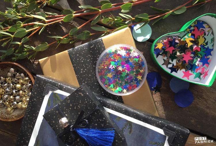 Betoverend mooi cadeaupapier met sterren van 'Vlinders in je buik' en glittertjes van HEMA.