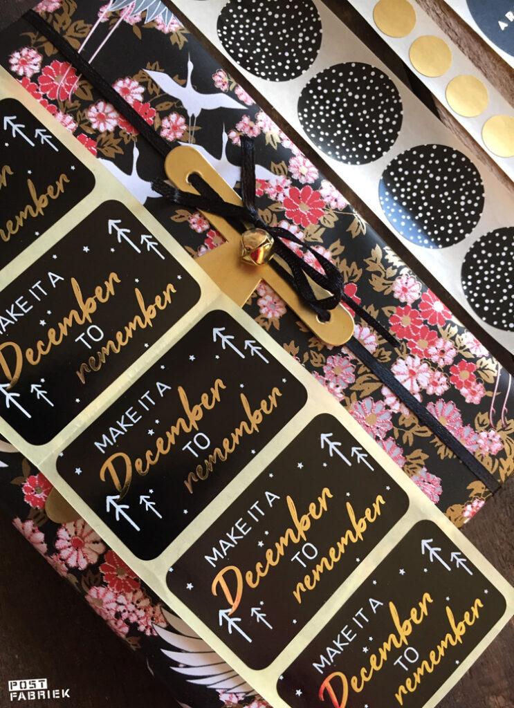 Het Kimono papier combineert heel mooi met goudkleurige stickers.