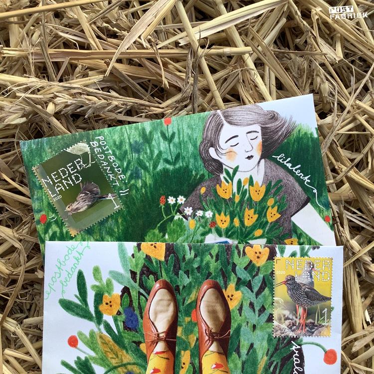 Kaartjes schrijven in het stro. Beide poststukken zijn gemaakt met dubbele tijdschriften. Het papier komt uit Flow Magazine 6 - 2015