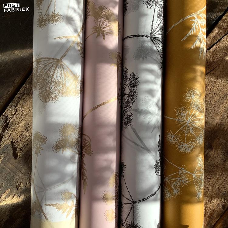 Twee rollen vloeipapier en twee rollen cadeaupapier met het fluitenkruid dessin van Fine Forest met de naam Dotted Widflower.