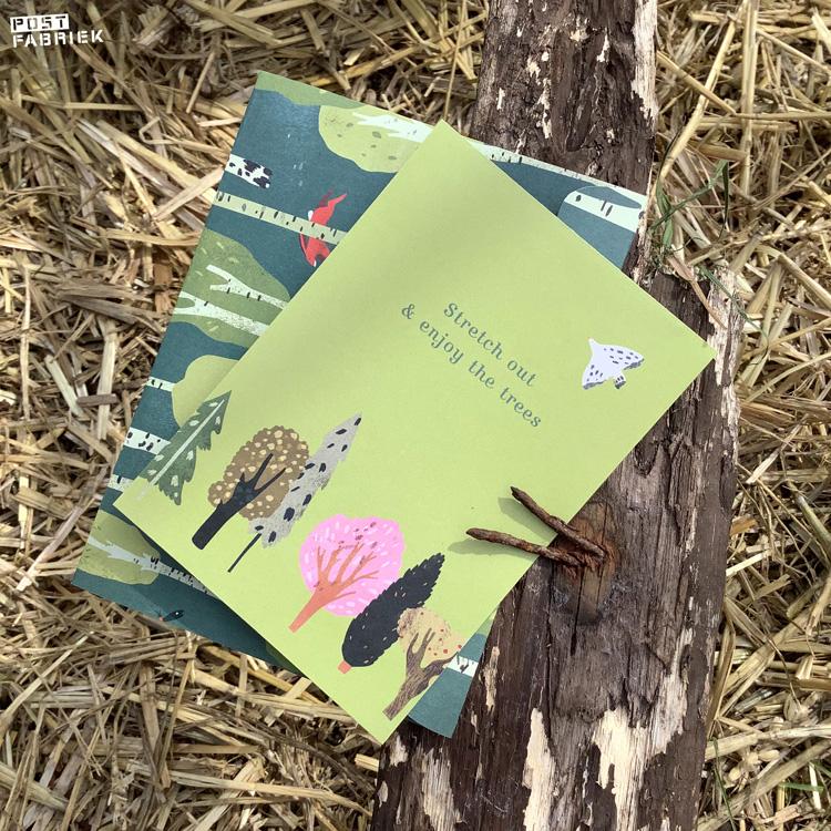 Een vouwenvelop en kaartje met ontwerp van Lotte Dirks.