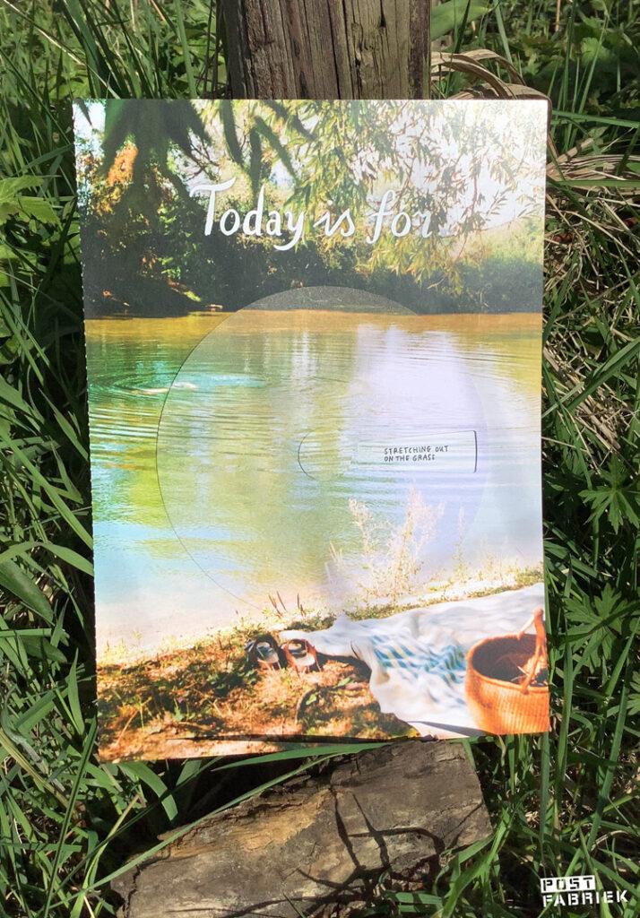 'Wheel of inspiration' met foto van Lina Hamer en hand-lettering door Deborah van der Schaaf uit het Flow Paper Book for Nature Lovers.