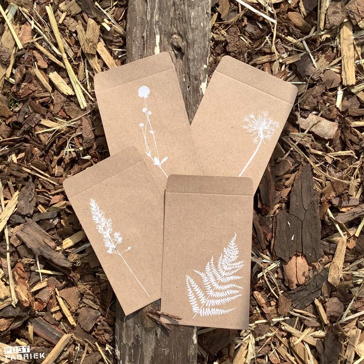 Kleine zakjes van kraftpapier uit het Flow Paper Book for Nature Lovers.